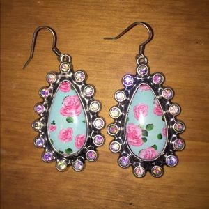 Jewelry - Crystal earrings with roses